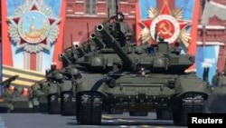 Военный парад на Красной площади в Москве (архивное фото)
