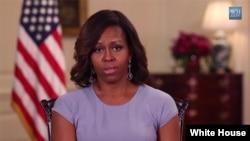 Michelle Obama ha lanzado una campaña internacional en defensa de las menores secuestradas en Nigeria.
