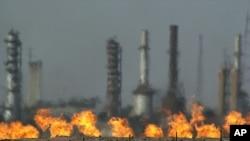 Avrupa Birliği dışişleri bakanları, Suriye'ye yönelik petrol ambargosunu gevşetirken asıl tartışma konusunu silah ambargosu oluşturuyor