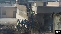 کراچی طیارہ حادثہ: جائے واقعہ پر امدادی سرگرمیاں