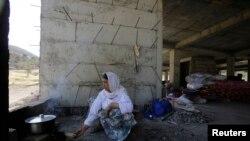 Mwanamke mmoja kutoka kabila la wachache la Yazidi , ambao amekimbia ghasia katika mji wa Sinjar, Agosti 14, 2014.