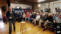共和党总统参选人、俄亥俄州州长约翰·卡西奇在新罕布什尔州的一个竞选集会上讲话。(2016年2月2日)
