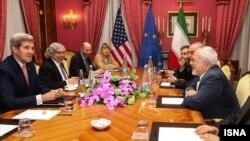 عکس آرشیوی از مذاکرات هیئت های مذاکره ایران و آمریکا به ریاست جان کری و محمدجواد ظریف وزیران خارجه ایالات متحده و ایران