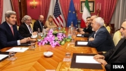 John Kerry y Mohammad Javad Zarif trabajan para lograr un acuerdo sobre programa nuclear iraní.