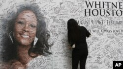 Fan writes her name on wall tribute to Whitney Houston