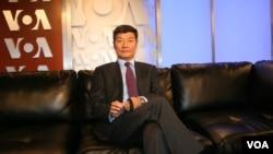 2013年5月8日西藏行政中央司政洛桑森格在美国之音演播室。