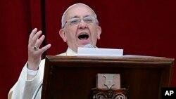 El papa Francisco pidió un minuto de silencio para orar por los católicos perseguidos en el mundo.