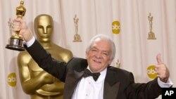 Мартин Ричардс с «Оскаром». 23 марта 2003 г.