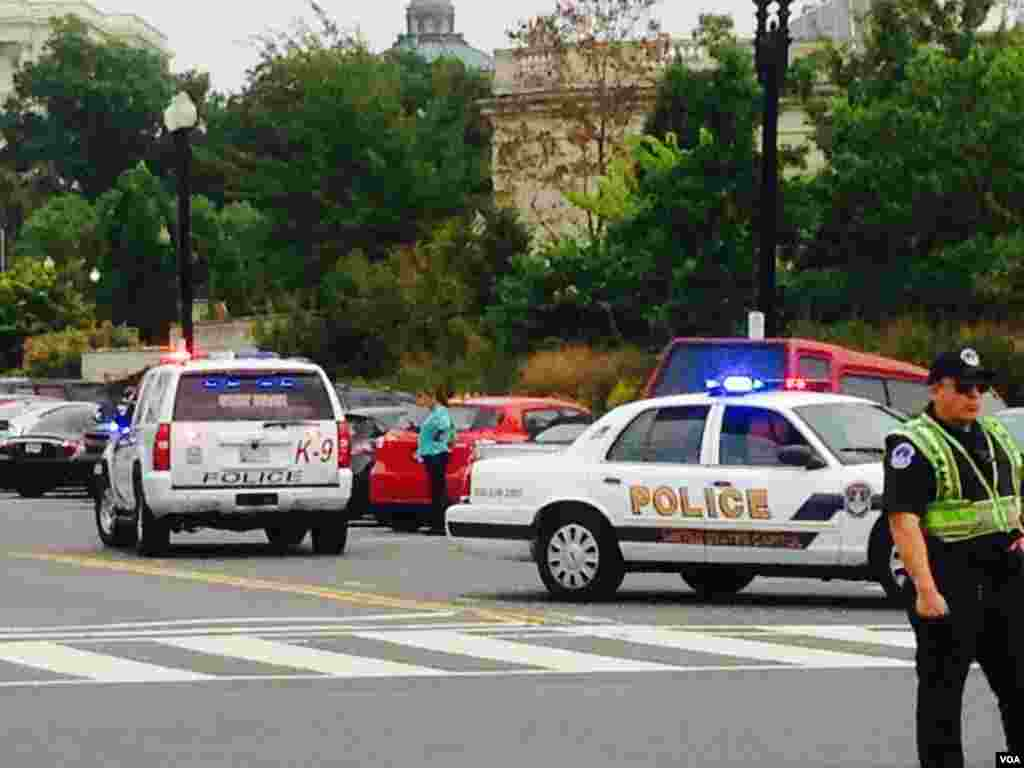 Capitol police on alret outside the Capitol Hill in a lockdown after shots were fired near the building. (Diaa Bekheet/VOA)