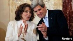 Тереза Хайнц-Керри и Джон Керри. Вашингтон. 6 февраля 2013 г.