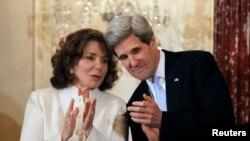La esposa del Secretario Kerry fue internada luego de que una ambulancia la trasladó desde su residencia ante un llamado de urgencia.