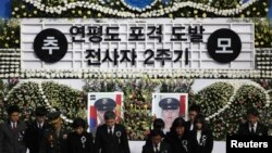 Victims' families, South Korean military officers pay silent tribute on 2nd anniversary of North Korea's 2010 attack on Yeonpyeong island in Seoul, November 23, 2012.