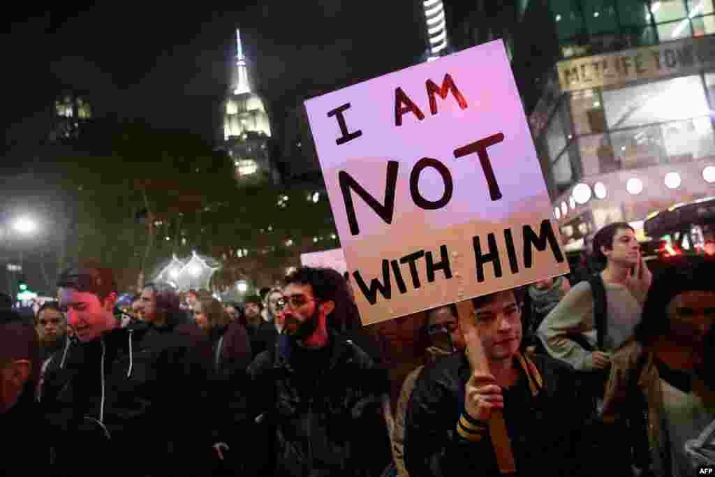 مظاہرین ٹرمپ کے خلاف سراپا احتجاج ہیں۔