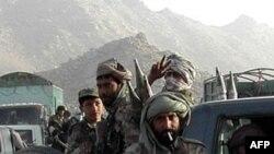 Afg'onistonda xalq AQSh bilan til biriktirgan qurolli guruhdan dod deydi
