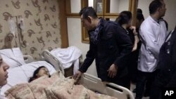 El embajador vietnamita visitó a los heridos del ataque en un hospital del Cairo.