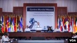 Calderón dijo que en la clausura de la conferencia que es fundamental controlar el mercado de armas.