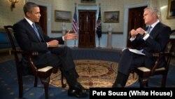 Obama, CBS televizyonunun Akşam Haberleri sunucusu Scott Pelley'e demeç verirken