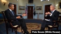 """Presiden Amerika Barack Obama saat diwawancarai oleh Scott Pelley, pemandu acara """"Evening News"""" di stasiun televisi CBS terkait situasi di Suriah di Gedung Putih, Selasa (9/9)."""