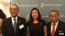 台裔联邦众议员孟昭文与台湾驻美代表高硕泰(右边蓝领带)、全球台湾研究中心董事长赖义雄(左边红领带)
