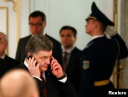 乌克兰总统波罗申科打电话