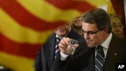25일 스페인 카탈루냐주 지방 선거에서 승리한 후, 카탈루냐 통합당 지도자 아르투르 마스.