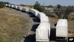 Đoàn xe chở hàng cứu trợ của Nga trên đường trở về Nga tại chốt kiểm soát biên giới ở Izvaryne, đông Ukraine, ngày 23 tháng 8, 2014.