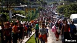 Karavan nan rive nan vil Tapachula, o Meksik, dimanch 21 oktòb 2018. (Foto: REUTERS/Ueslei Marcelino).