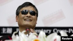 "Chinese dissident Chen Guangcheng gives a speech on ""Human Rights and Cross-Strait Peace"" at Taiwan Parliament in Taipei, June 25, 2013."