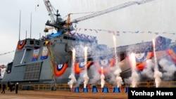15일 울산 현대중공업에서 천왕봉급 차기 상륙함 2번함인 '천자봉함' 진수식이 열리고 있다.