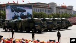 中国在建政70周年阅兵仪式中展示的DF-21D反舰弹道导弹。
