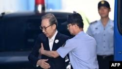 «لی میونگ بک» در سالهای ۲۰۰۸ تا ۲۰۱۳ در قدرت بود و اکنون بیمار است.
