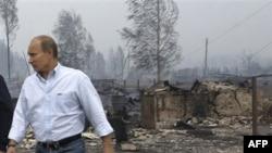 Zjarrfikësit rusë vazhdojnë përpjekjet për të vënë nën kontroll zjarret