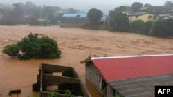 Poplavljeni domovi u Fritaunu, prestonici Sijera Leonea