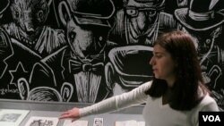 Куратор выставки Эмили Казден