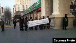 Sinh viên Hồi giáo ở Tây Tạng biểu tình đòi công bằng về giáo dục ở Trung Quốc.