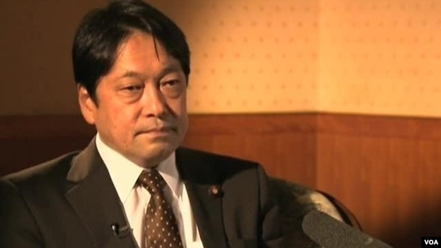 Japanese Defense Minister Itsunori Onodera sits down for an interview with VOA about several key issues, including North Korea and China, in Tokyo, Feb. 12, 2013.