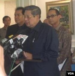 Presiden Susilo Bambang Yudhoyono memberikan keterangan kepada pers di Jakarta, Jumat (16/12).