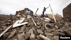 以沙特為首的聯軍空襲也門後一些房屋變成廢墟