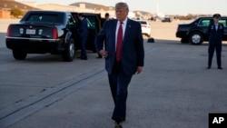 美國總統特朗普10月28日星期一前往芝加哥參加該地警總年會時在馬州安德魯空軍基地對記者講話。