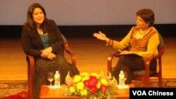 奧巴馬總統的妹妹吳瑪雅(左)在紐約舉行新書發表會
