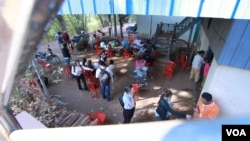 Villagers come to get their blood tested in Peam village, Muk Kompoul district, Kandal province where health officials suspect a mass infection of HIV, on Monday, Feb 22, 2016. (Photo: Aun Chhengpor/VOA Khmer)