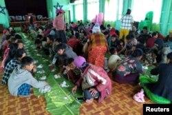 Ülkenin kuzeybatısında askerler tarafından evlerinden edilen Myanmarlılar