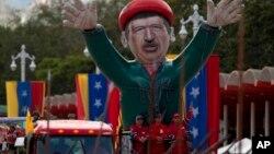 Hugo Chávez falleció el 5 de marzo de 2013 a los 58 años víctima de un cáncer y está considerado una de las figuras más trascendentes y controvertidas del inicio de siglo en América Latina.