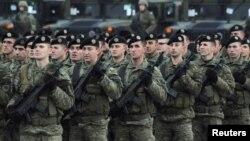 Parada Kosovskih bezbednosnih snaga u Prištini (Foto: Reuters/Laura Hasani)
