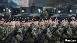 Смотр косовских сил безопасности на параде в Приштине, 13 декабря 2018 года