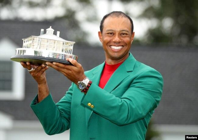 Tiger Woods celebra tras ganar el Masters de Golf de Augusta en Augusta, Georgia, el domingo, 14 de abril de 2019.