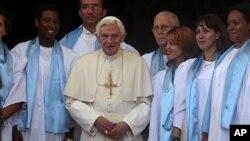 O Papa Bento XVI durante a visita que efectuou à Igreja da Virgem da Caridade do Cobre, patrona de Santiago de Cuba. (AP Photo/Esteban Felix, Pool)