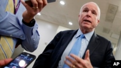 McCain es el presidente del Comité de Servicios Armados del Senado.