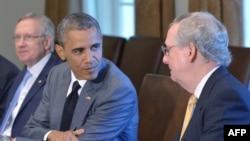 奥巴马总统和参议院共和党领袖麦康奈尔(右)在白宫(2014年7月31日)