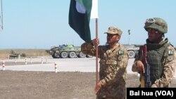 印巴加入使上合組織內部關係變得更加複雜。2015年參加俄羅斯組織的軍事比賽活動中的巴基斯坦士兵。